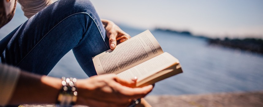 7 Reasons to Put Down Your Phone and Pick up a Book